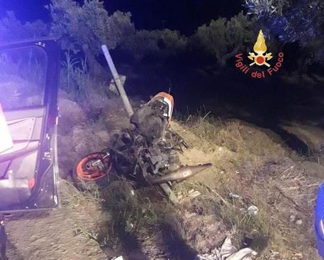 Incidenti stradali, scontro auto-scooter nel Catanzarese: muore 18enne