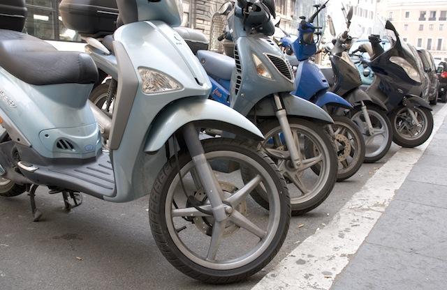 Catania, cercavano di rubare un motociclo in zona Università: due arresti
