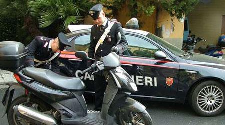 Diciottenne ruba uno scooter e tenta la fuga, arrestato a Siracusa