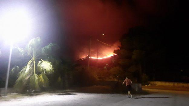 Fuoco al bosco di Scopello, sindaco di Castellammare: attacco programmato