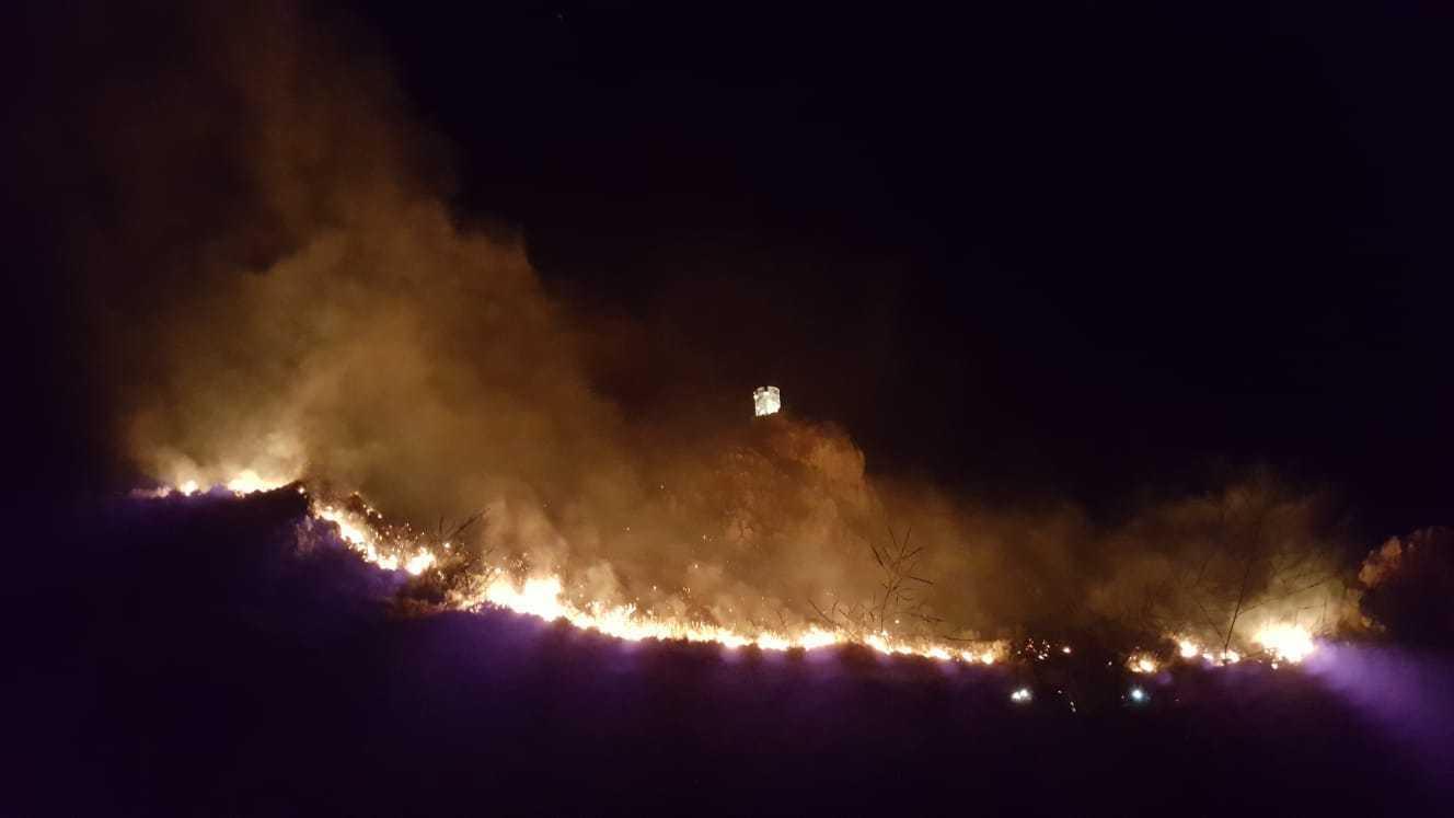 Trapani, incendio minaccia centinaia di ville nella zona di Scopello