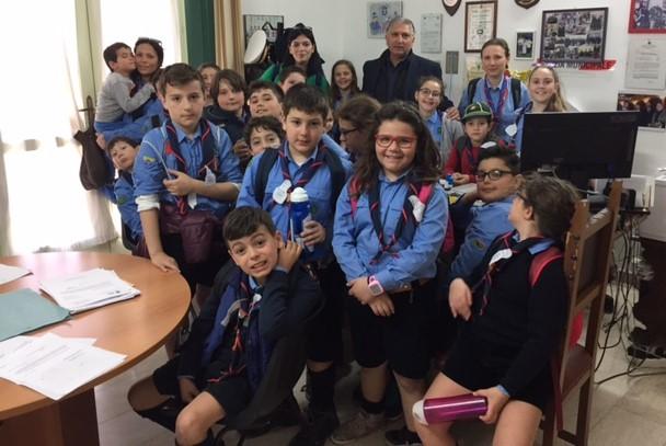 """Gli scout del gruppo """"Modica 1"""" in visita al Comando di Polizia Locale"""