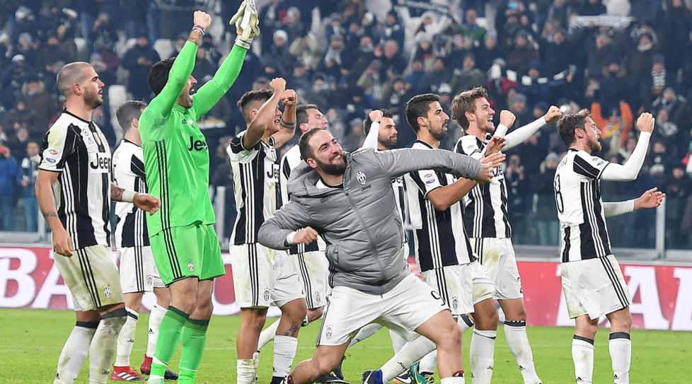 Torino bianconera è in festa, la Juventus conquista il sesto scudetto di fila