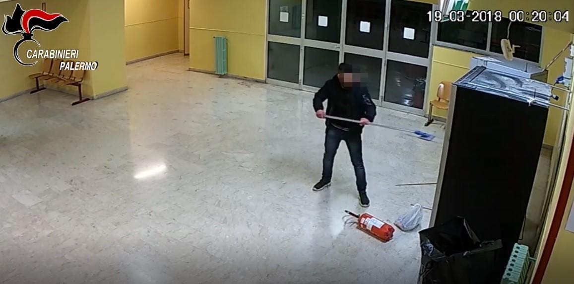 Scuola: furti negli istituti di Palermo, arrestato un 23enne