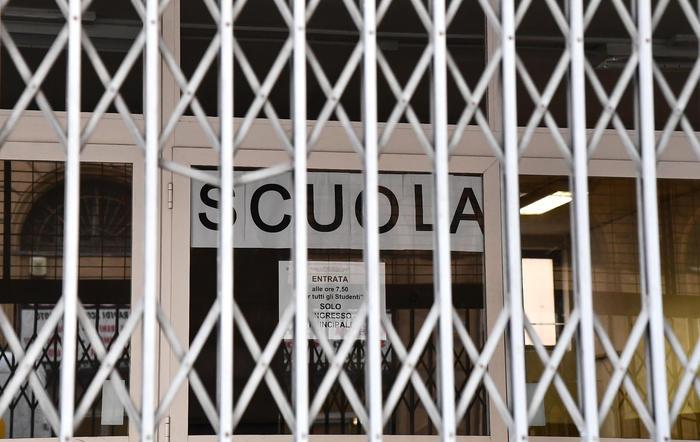 Scuole chiuse per la pandemia, si va verso una nuova proroga: misure per la Maturità