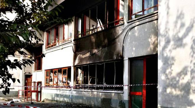 Incendi alle scuole di Civitavecchia: fermato un minorenne