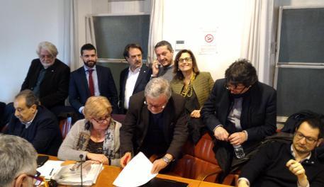 Scuola: firmato il contratto, aumenti da 80 a 110 euro