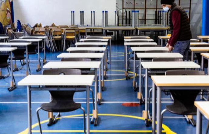 M5s, disattesi gli accordi con l'Iss: i cancelli delle scuole restano chiusi