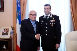 Il presidente della Corte d'Appello di Catania, saluta i carabineri