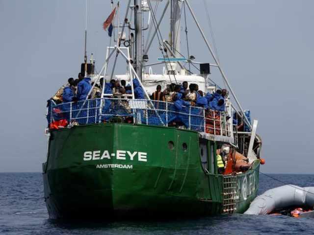 Migranti, Sea Eye tra Malta e Lampedusa: peggiorano condizioni meteo