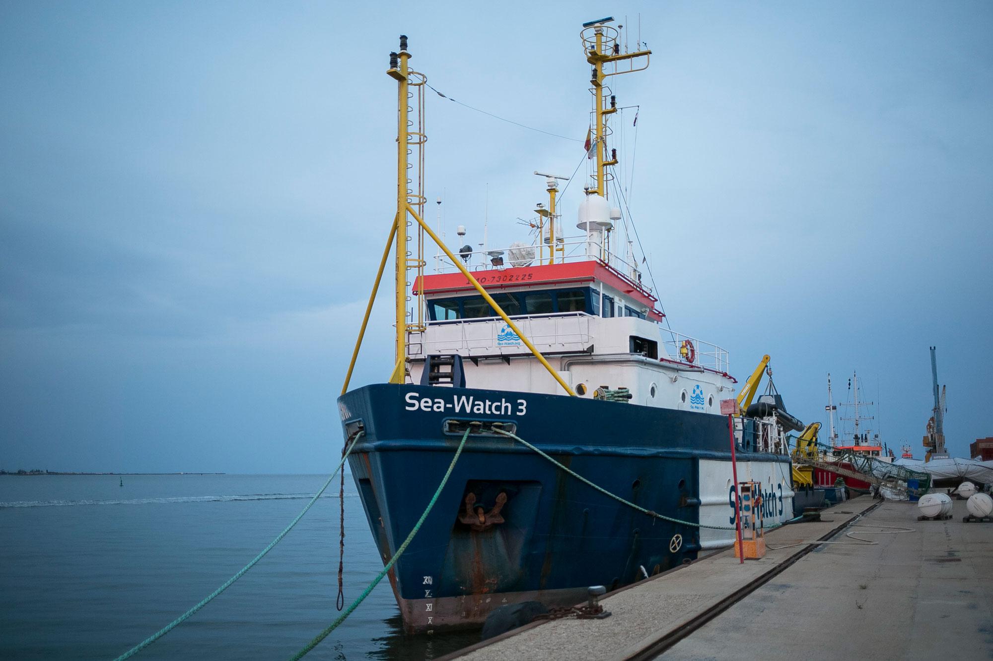 Agrigento, dissequestrata la Sea Watch 3 ma resta ormeggiata