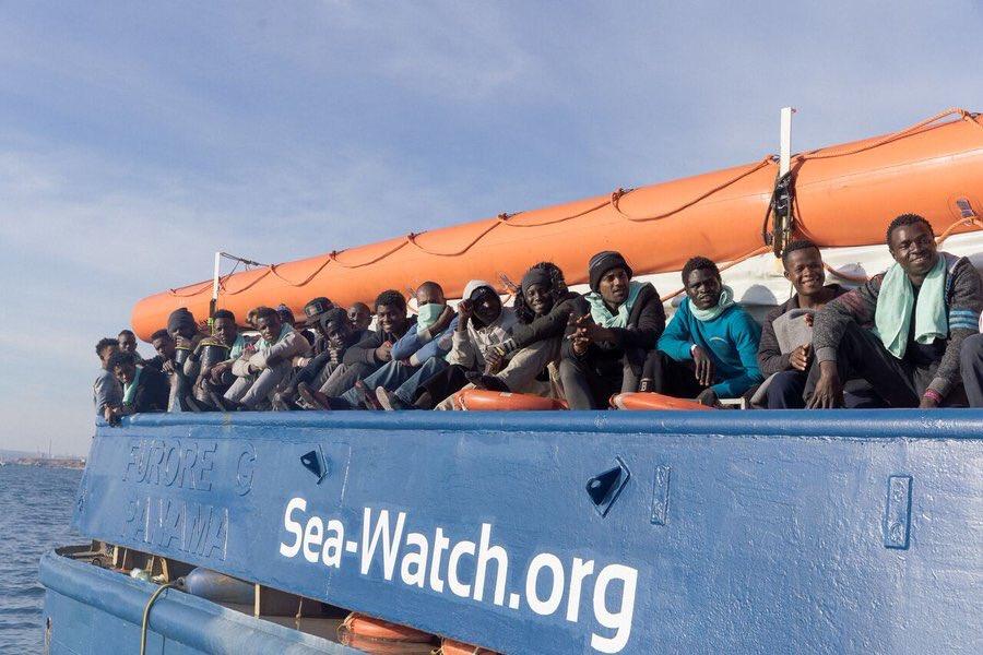 Migranti, Sea Watch non sbarcherà i naufraghi in Libia: non è porto sicuro