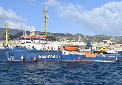 Migranti, 211 a Porto Empedocle: sbarco dopo esito dei tamponi