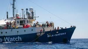Lampedusa, migranti da 4 giorni in mare ma non apre nessun porto