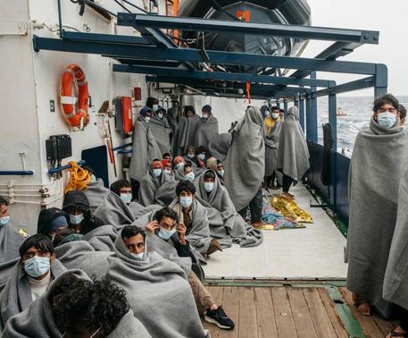 Trapani, arrivata al Molo Ronciglio la Sea Watch 4 con 455 migranti