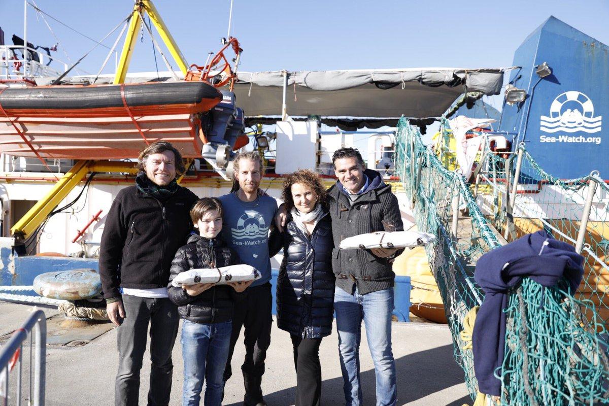 Catania, portati dolci siciliani all'equipaggio di Sea Watch 3