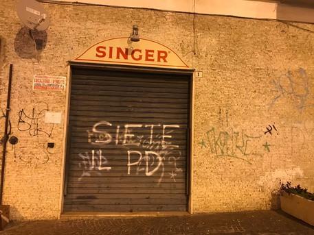 Imbrattata a Foggia la sede del M5d con una scritta:
