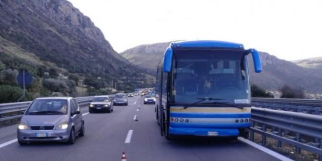Sudanese aggredisce autista del bus Palermo - Trapani: è panico