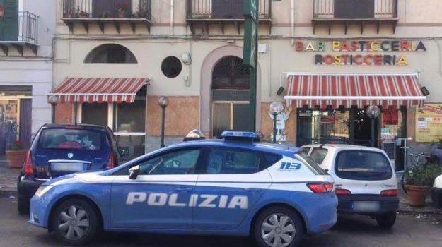 Selfie con pistola, tre presunti rapinatori arrestati a Palermo