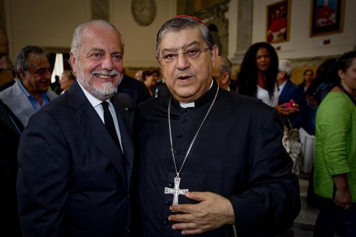 """Napoli, il cardinale Sepe salta al coro """"chi non salta juventino è"""""""