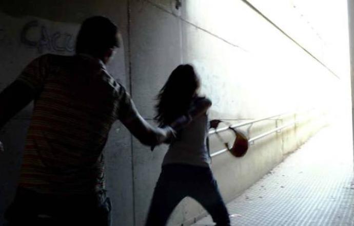 Tentano di sequestrare una 14enne, due arresti a Nicosia