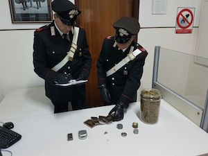 Siracusa, nascondeva droga nel sottoscala: arrestato un presunto spacciatore