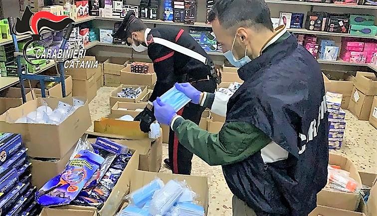 Catania, sequestrate 15 mila mascherine chirurgiche e un denunciato