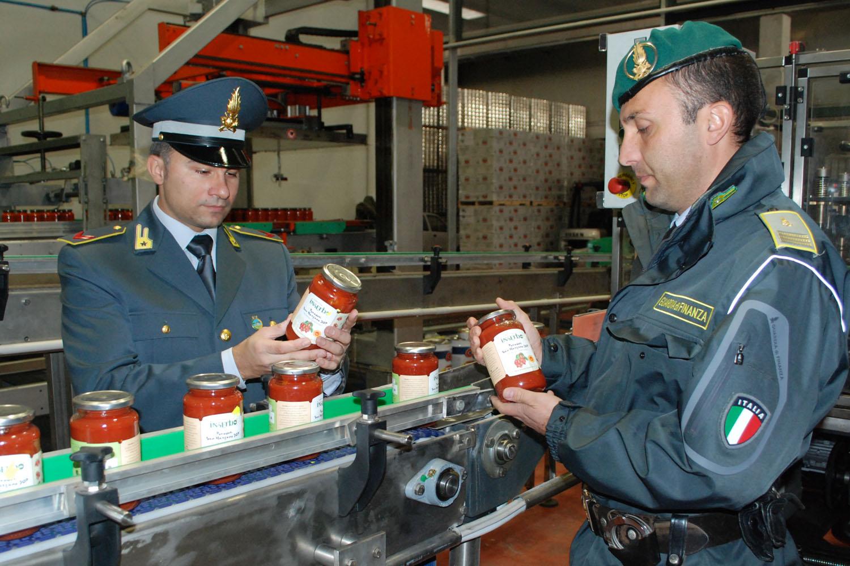 Catania, falso pomodoro 'made in Italy': sequestrati 3 mila fusti