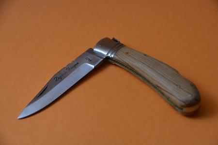 Lentini, circolava in auto con due coltelli a serramanico