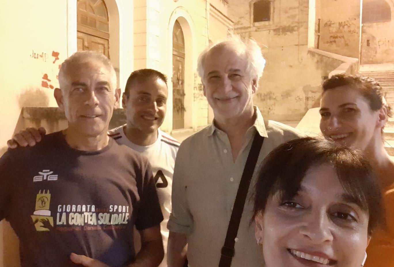 Modica, Toni Servillo ospite al Cineteatro Aurora: intanto passeggia in centro