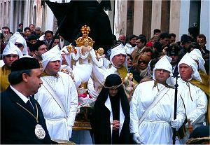Augusta, dopo la riconciliazione con don Prisutto arriva la risposta delle Confraternite