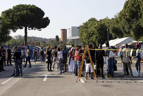 Migranti: sgombero del presidio umanitario Baobab a Roma