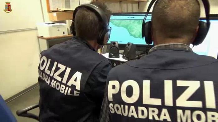 """Napoli,  arrestati i """"picciotti"""" del clan Sibillo: presi estorsori pizzeria"""