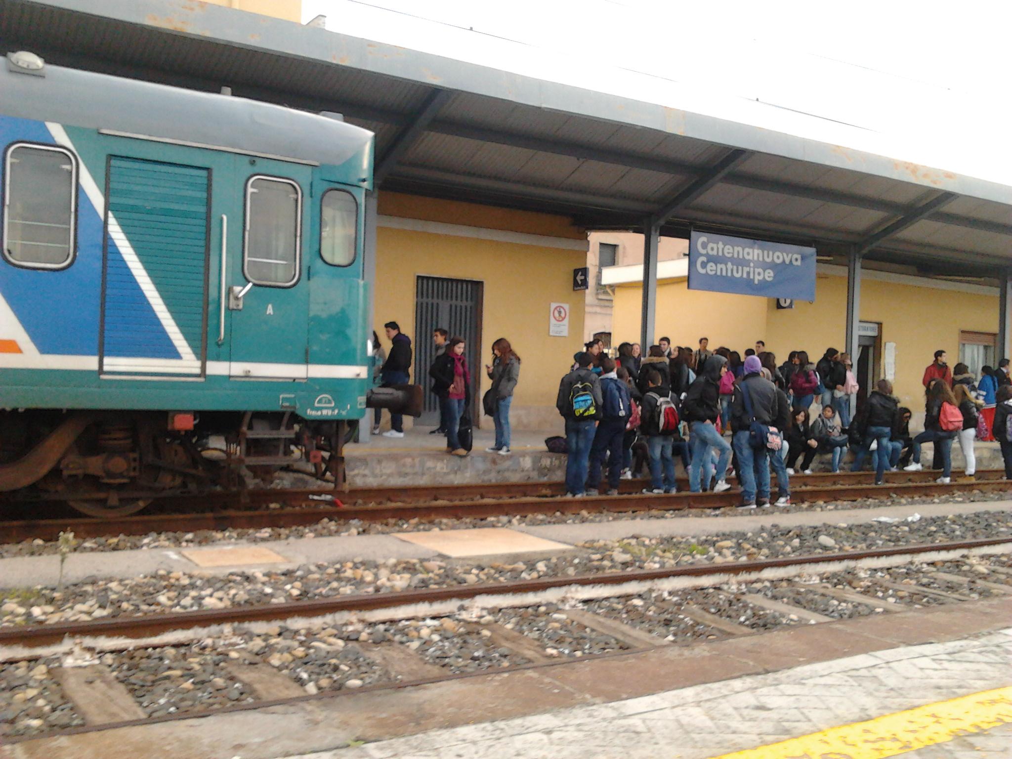 Siciliano investito da un treno mentre raccoglie lumache