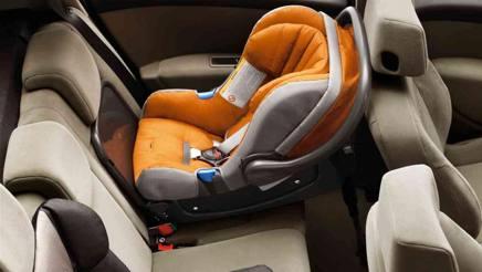 Sicurezza stradale: ok all'obbligo dell'allarme sui seggiolini dei bimbi