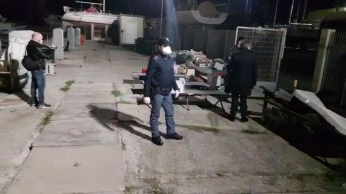 Sbarco di 74 migranti a Roccella Jonica, fermati due presunti scafisti a Siderno