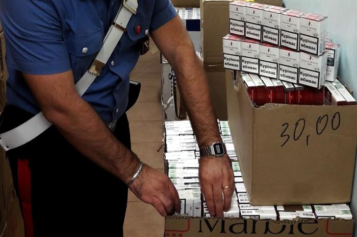 Afragola, quasi una tonnellata di sigarette di contrabbando: arrestato