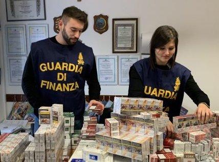 Palermo, preso al terminal dei bus con 50 chili di sigarette di contrabbando