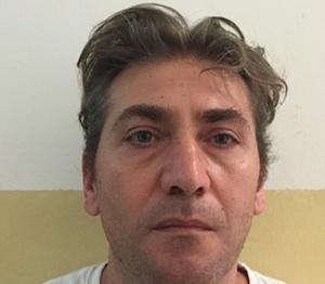 Catania, cercano droga ma in casa gli trovano tre pistole: va in cella