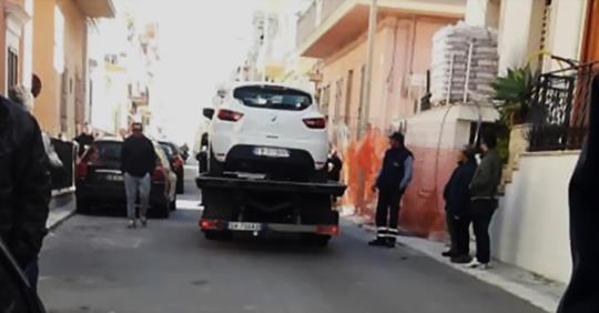 Con l'auto si schianta contro un palo della luce: morto un fioraio a Pozzallo