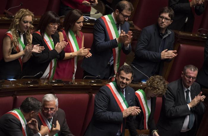 """Sisma, i sindaci: """"Ci sentiamo abbandonati"""" e Alfano risponde: non resterete soli"""