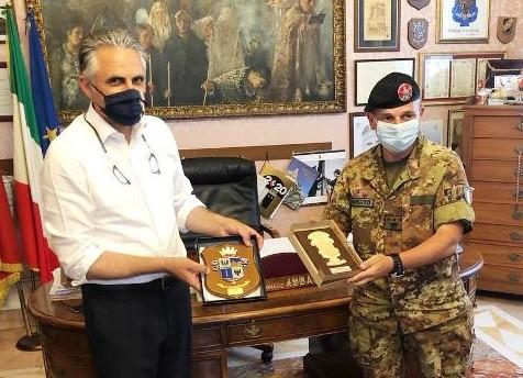 Modica, il colonnello Aurelio Costa ricevuto dal sindaco Ignazio Abbate