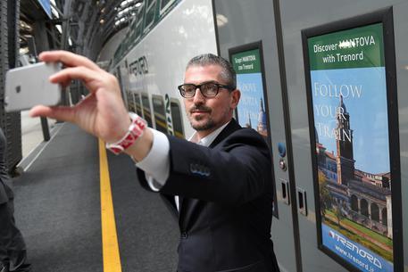 Sesso in cambio di fondi, indagato sindaco Mantova