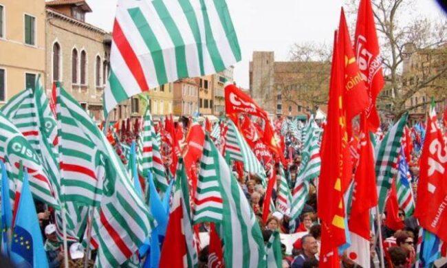 """""""Ripartire dal lavoro"""", manifestazione dei sindacati domani a Palermo"""