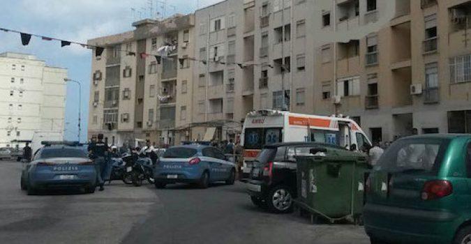 Siracusa, è in corso un'operazione  antidroga della polizia in via Algeri