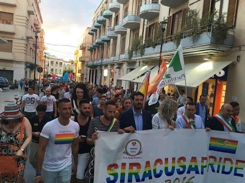 Siracusa Pride, un migliaio al corteo: presenti pure i sindaci Garozzo e Scalorino