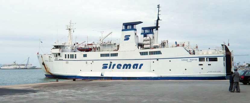 Traghetto per le Eolie in avaria rientra nel porto di Milazzo