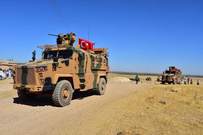 La Siria spara colpi d'artiglieria contro le postazioni  curdo-siriane