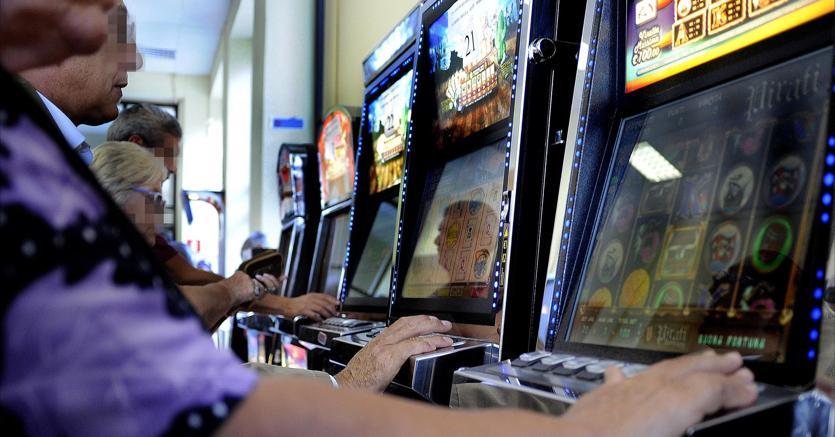Gioco d'azzardo: slot illegali a Palermo, sigilli e multe da un milione