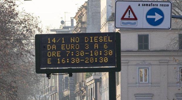 Smog, prima domenica ecologica a Roma: stop alle auto a benzina e diesel